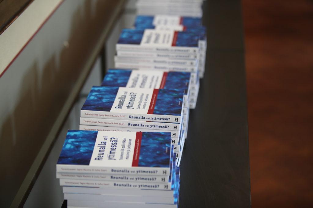 Julkaisumme: Reunalla vai ytimessä?-kirja valottaa Suomen EU-politiikan muutoksia ja jatkuvuutta (tutustu reunalla vai ytimessä? -teokseen)