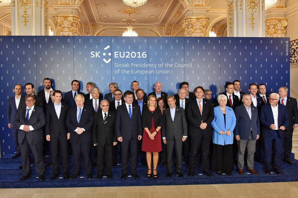 EU:n epävirallinen ulkoministerikokous eli Gymnich kokoontuu yleensä kerran puheenjohtajakaudella. Viralliset kokoukset pidetään Brysselissä.
