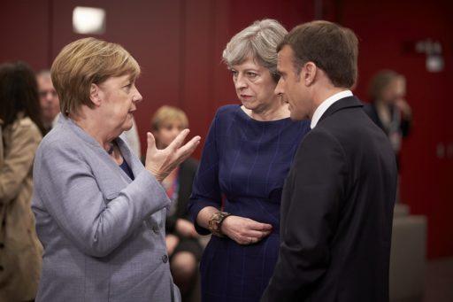 EU-johtajien vaikutusvaltainen trio keskusteli kokouksen aikana: liittokansleri Angela Merkel, pääministeri Theresa May ja presidentti Emmanuel Macron. Kuva: EU
