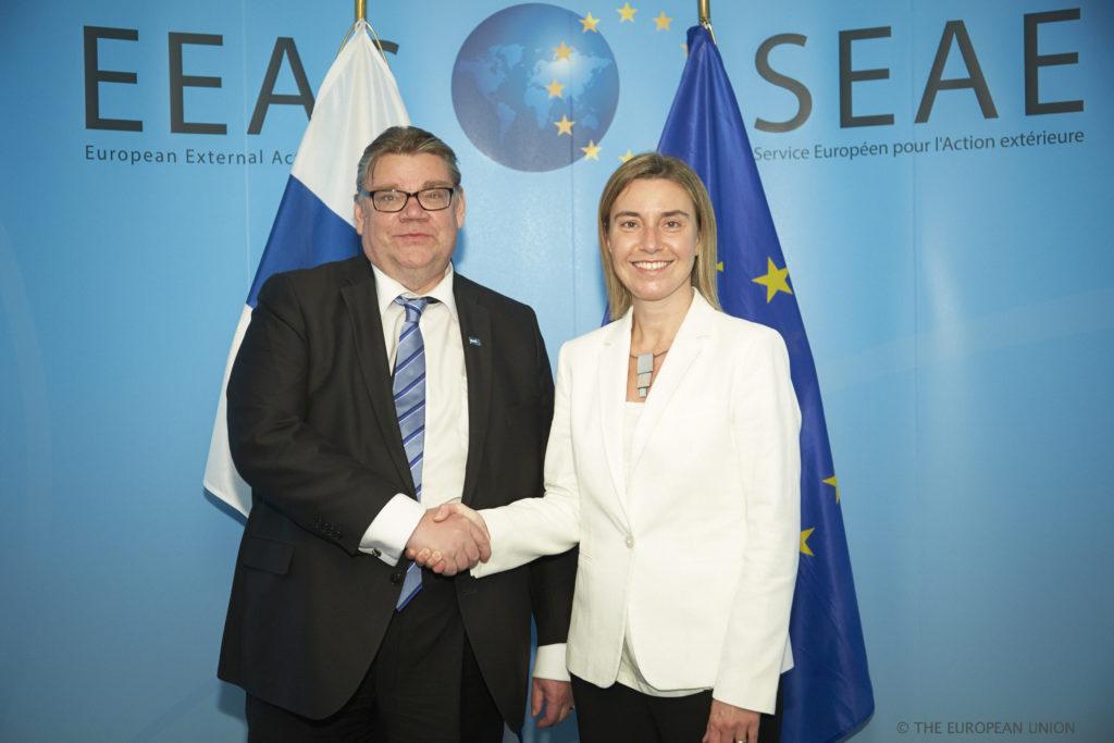 Ulkoministeri Timo Soini sekä EU:n ulkosuhteiden korkea edustaja Federica Mogherini.