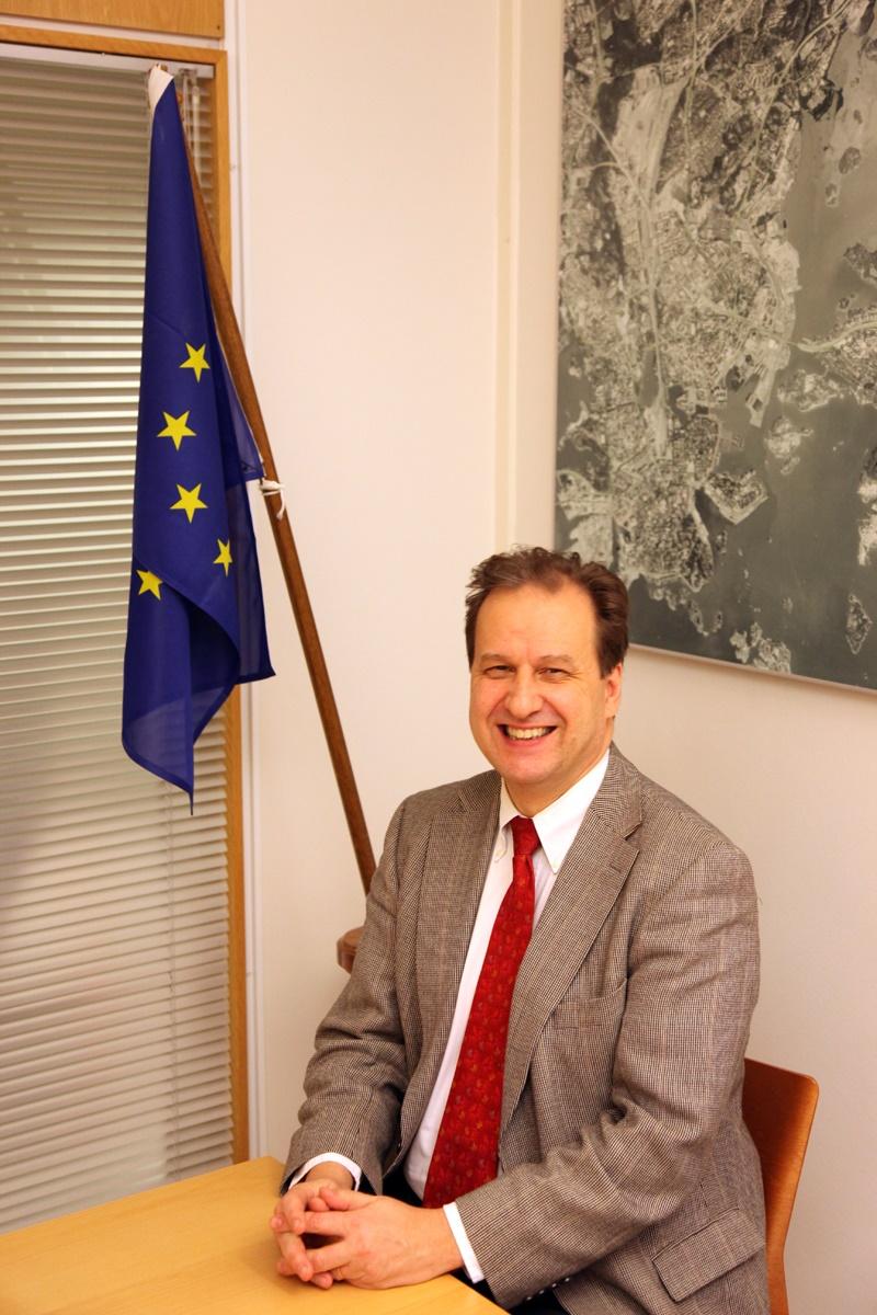 Yksikön päällikkö Matti Vainio työskentelee Euroopan kemikalaivirastossa Helsingissä.