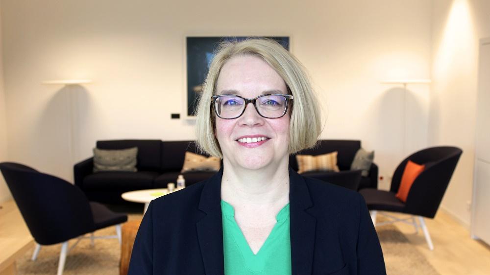 Minna Kivimäki on Pysyvän edustajan sijainen, suurlähettiläs Coreper I -edustaja