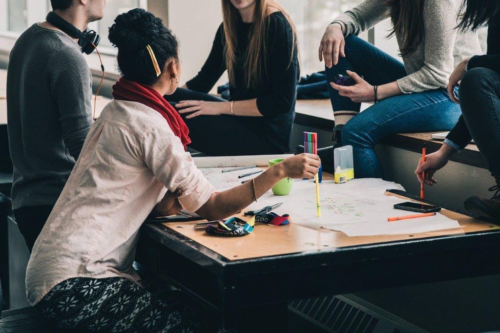 Lukuvuonna 2018–19 Britanniaan lähti Erasmus+ -ohjelman kautta vaihtoon 464 korkeakouluopiskelijaa ja harjoitteluun 118.