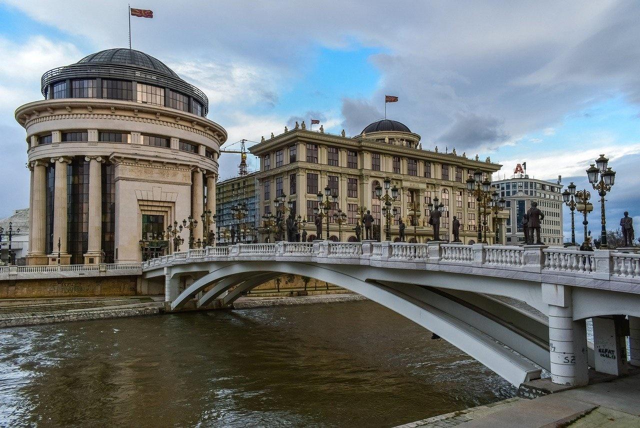 Länsi-Balkan sijaitsee Euroopan sydämessä. Kuva on Pohjois-Makedonian pääkaupungista Skopjesta. Kuva: Pixabay