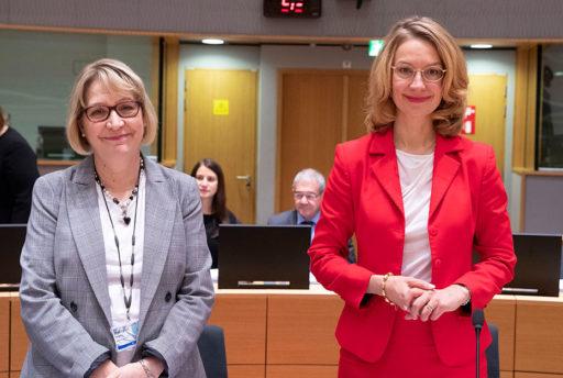 Suurlähettiläs Marja Rislakki ja Eurooppaministeri Tytti Tuppurainen.